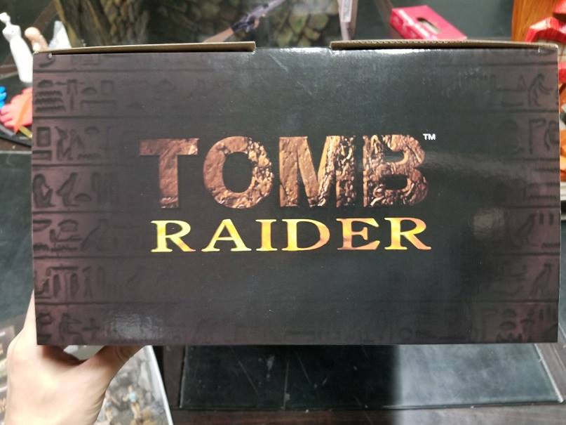 Tomb Raider 1 statue packaging